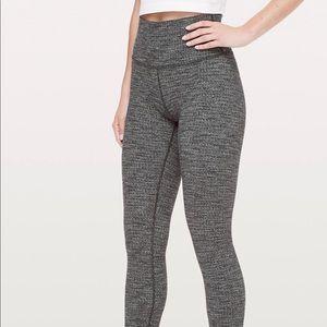 Lululemon Wunder Under leggings size 6